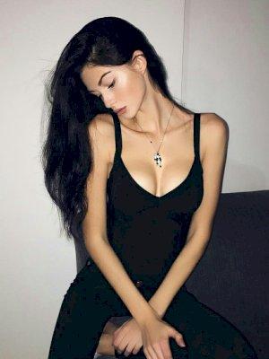 איה בחורה ייחודית